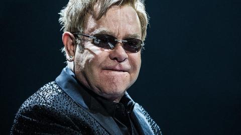 Sir Elton John koronavírus elleni küzdelemre adományoz