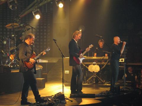 Genesis, az angol rockbanda újra turnéba kezd.